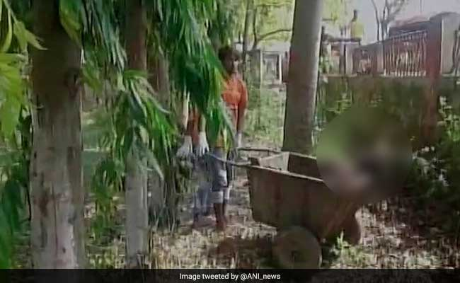 In Bihar, Hospital Staff Lugs Around Woman's Body In A Garbage Cart