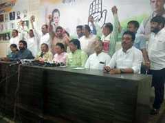 गुजरात में कांग्रेस में कुनबा बचाने के लिए जद्दोजहद, पार्टी टूटने का खतरा