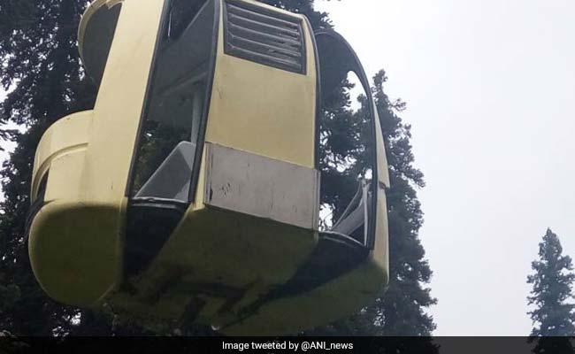 जम्मू-कश्मीर के गुलमर्ग में केबल कार के रोप पर पेड़ गिरने से 7 लोगों की मौत