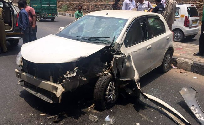 दिल्ली : कश्मीरी गेट इलाके में तेज रफ्तार कार ने फुटपाथ पर बैठे 4 लोगों को रौंदा, 2 की मौत, 2 घायल