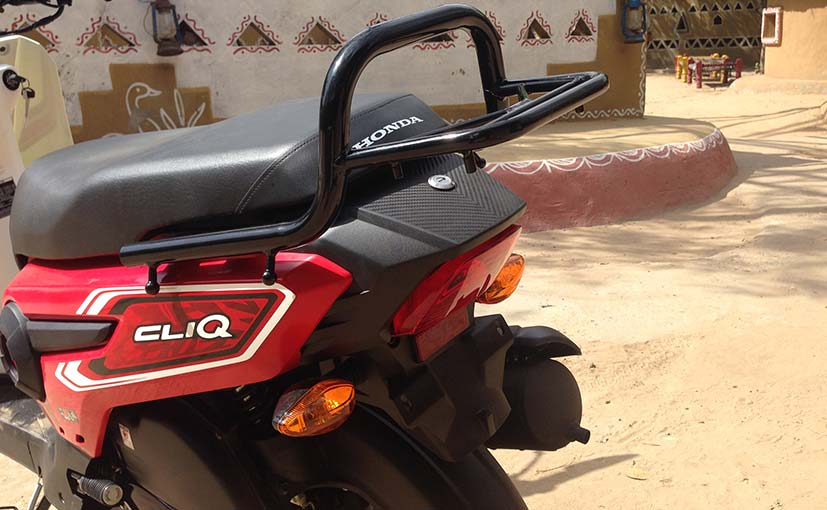 honda cliq gets a small optional luggage carrier