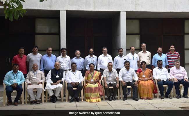 आईआईएम में दाखिला लेकर चुनावी वादे पूरा करना सीख रहे हैं झारखंड के मंत्री