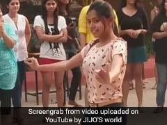 वायरल वीडियो : जब झूम-झूमकर नाचने लगीं ढेरों लड़कियां...