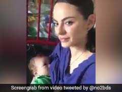 इजरायली नर्स ने फिलिस्तीनी बच्चे को कराया स्तनपान, पूरी दुनिया है हैरान