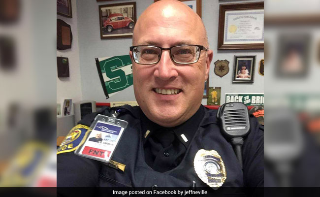 Police Officer Stabbed In Michigan Airport Attack