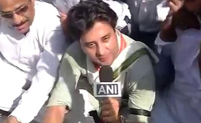 मध्य प्रदेश : महिलाओं के सामने पुरुषों के कपड़े उतरवाना बेहद शर्मनाक : सिंधिया