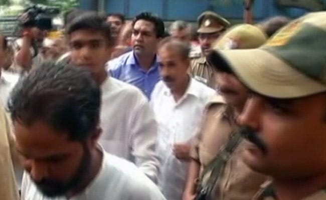Chaos Outside Arvind Kejriwal's Home, Courtesy Kapil Mishra And Troupe