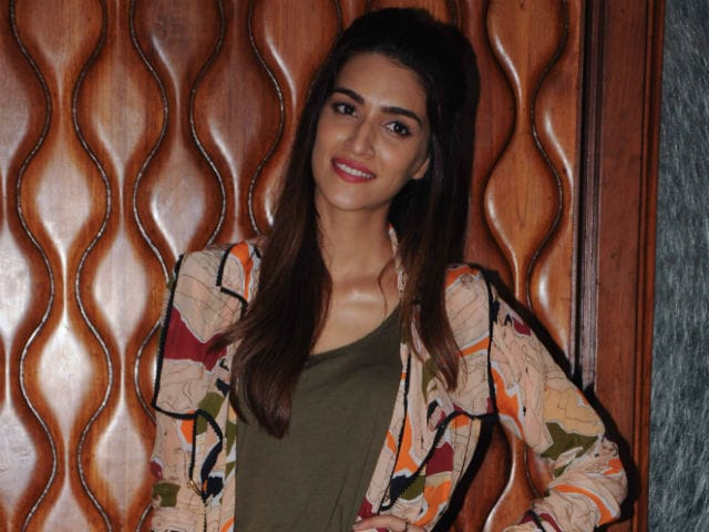 How Does Kriti Sanon Deal With Dating Rumours? Like A Boss