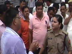 बुलंदशहर में 'लेडी सिंघम' ने 'नेताजी' को पढ़ाया कानून का पाठ, वीडियो वायरल