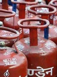 LPG Gas Price: आज से महंगी हुई रसोई गैस, अब आपको देने होंगे इतने रुपये ज्यादा