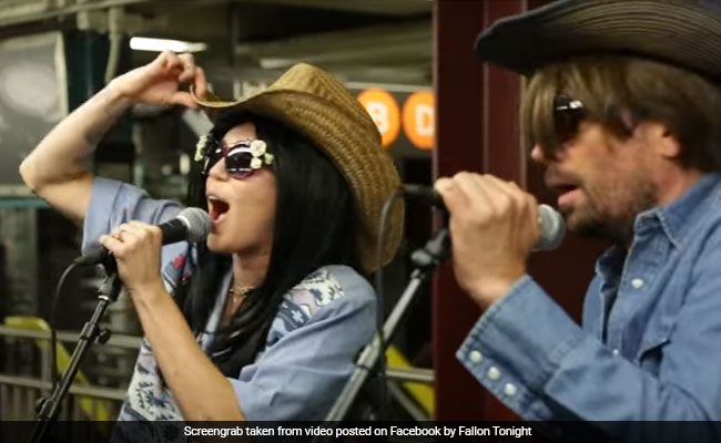 Miley Cyrus, Jimmy Fallon Go Undercover For Surprise Subway Concert