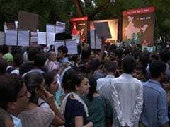 पीटकर हुई हत्याओं के खिलाफ शबाना आजमी सहित फिल्मी हस्तियों का विरोध प्रदर्शन