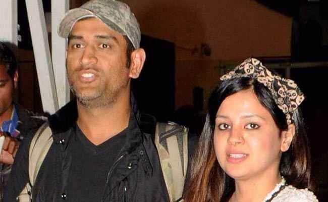 INDvsWI : महेंद्र सिंह धोनी की पत्नी साक्षी ने अपने इन 'दो बेटों' के साथ शेयर किया एक खास फोटो...