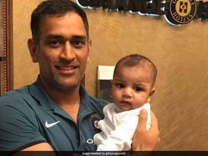 ICC Champions Trophy Final, India vs Pakistan: MS Dhoni's Picture With Sarfraz Ahmed's Son Goes Viral