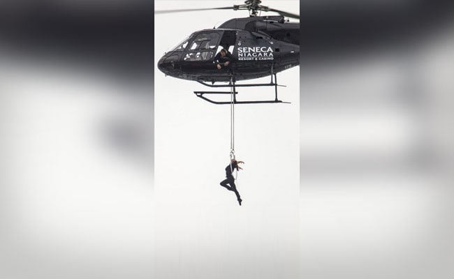 Watch: Daredevil Hangs By Her Teeth From Helicopter Over Niagara Falls