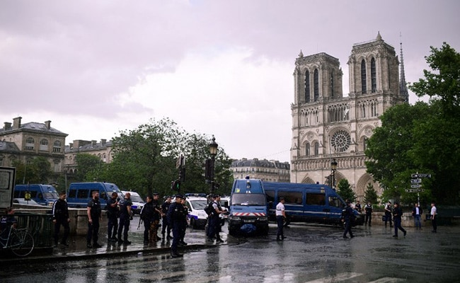 Man Attacks Cop With Hammer At Notre Dame In Paris, Shot At By Officers