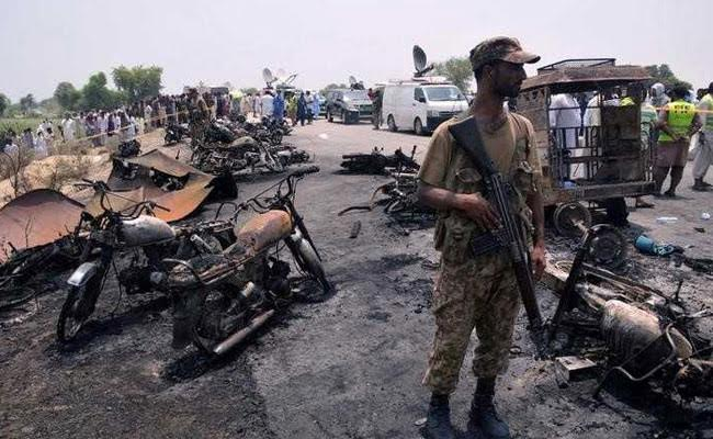 पाकिस्तान : तेल टैंकर हादसे में मरने वालों की संख्या 175 पहुंची