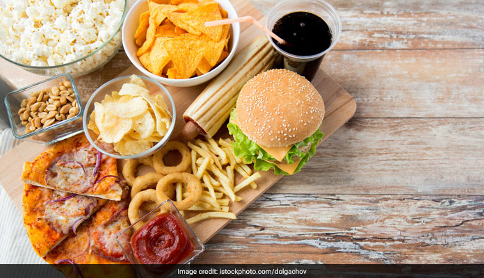 Weight Loss Diet: Eating Late Dinner May Lead To Weight Gain; Say Experts