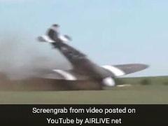 VIDEO: प्लेन से करतब दिखाने के लिए तैयार था पायलट, संतुलन बिगड़ा और हो गया क्रैश