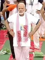 International Yoga Day 2017: Rainy Start To Yoga Day, PM Narendra Modi Leads <i>Asanas</i> In Lucknow - Highlights