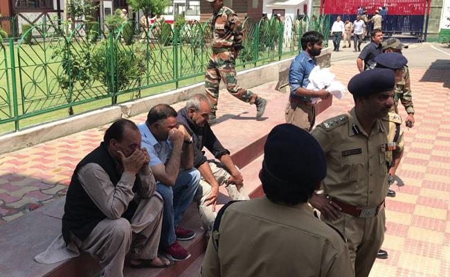 policemen mourning ayub pandith