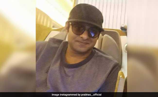 Viral Pic: जब दाढ़ी-मूंछ के बिना दिखे 'बाहुबली' तो फैन्स बोले- क्लीन शेव क्यों किया?