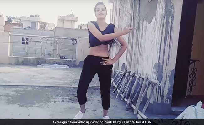 लड़की ने घर की छत पर किया ऐसा डांस, इंटरनेट पर मचा धमाल
