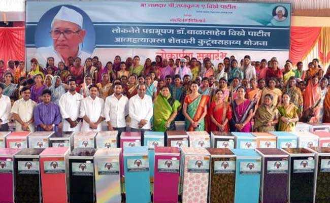 महाराष्ट्र : खुदकुशी करने वाले 208 किसानों के परिवारों को कांग्रेस विधायक पाटिल ने गोद लिया
