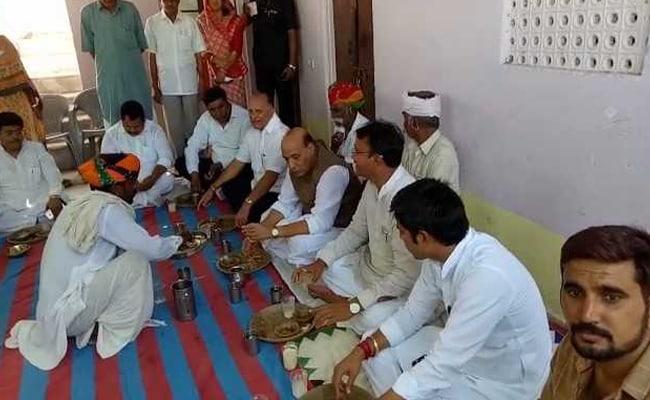 जब केंद्रीय गृहमंत्री राजनाथ सिंह ने एक आम आदमी के घर खाया खाना...
