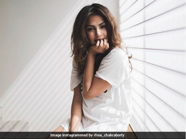 Rhea Chakraborty Met Shah Rukh Khan. Reacted Like The Rest Of Us Would