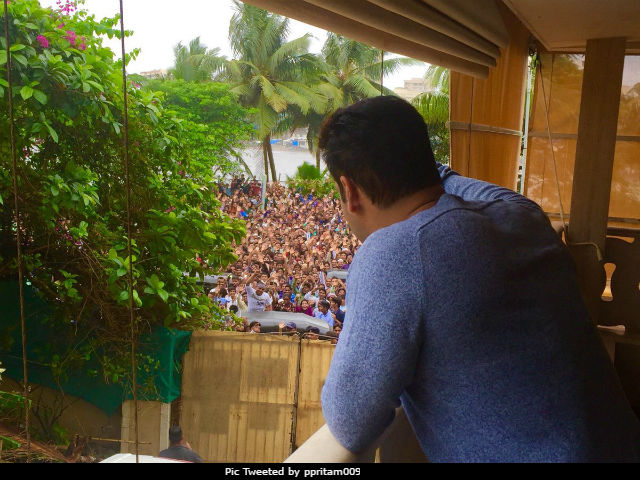 Salman Khan's Fans Reportedly Lathi Charged For Scaling Walls Of His Apartment Block