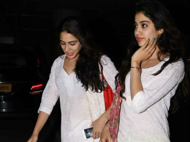 Sara Ali Khan, Jhanvi Kapoor Spotted Together, Dressed Almost Identically