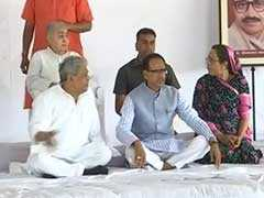 मध्य प्रदेश : शांति की अपील के साथ शिवराज ने शुरू किया उपवास, कहा-खेती सरकार की प्राथमिकता