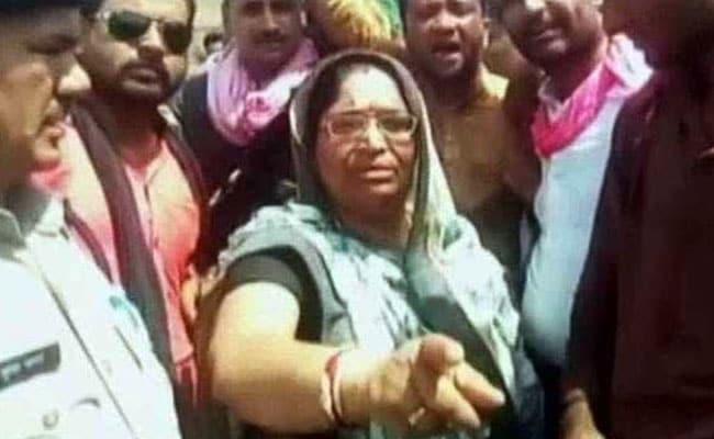 'थाने में आग लगा दो' कहकर भीड़ को उकसाने वालीं कांग्रेस विधायक के खिलाफ गिरफ्तारी वारंट जारी