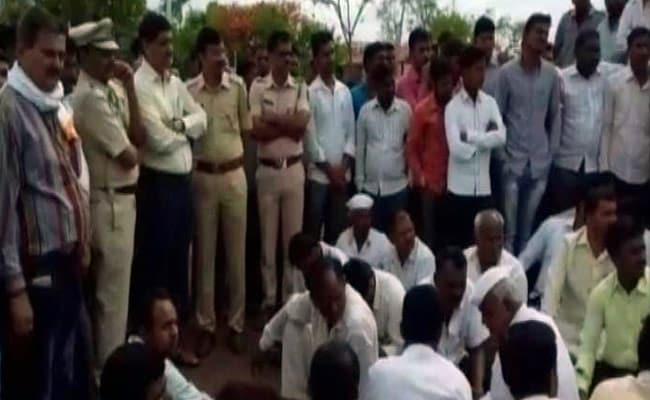 सोलापुर : किसान ने की आत्महत्या, सुसाइड नोट में लिखा - मेरी अंत्येष्टि तब तक न करना जब तक सीएम ना आएं