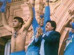 चैंपियंस ट्रॉफी : जब इंग्लैंड के पूर्व कप्तान माइक एथरटन ने सौरव गांगुली से कहा, 'अपनी शर्ट निकालकर लहराना शुरू मत करना'