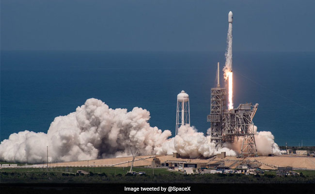 Elon Musk Says First Passengers On His SpaceX Rockets Must Be 'Brave'