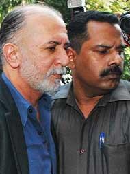 Supreme court ने गोवा पुलिस की अर्जी पर तरुण तेजपाल से जवाब मांगा