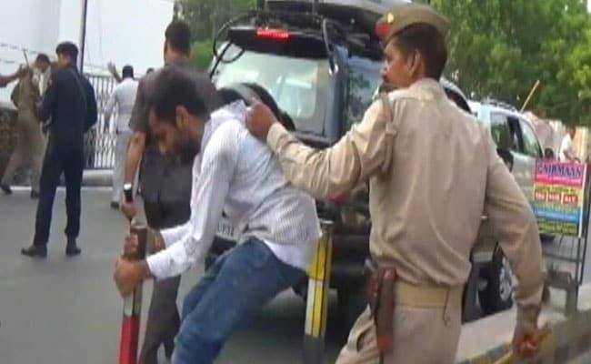 लखनऊ : सीएम योगी आदित्यनाथ को काले झंडे दिखाना महंगा पड़ा, 12 छात्रों को जेल भेजा गया