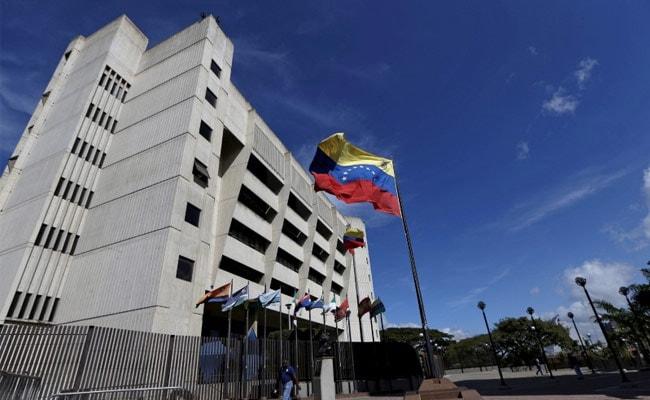 वेनेजुएला के सुप्रीम कोर्ट पर हेलीकॉप्टर से हमला, राष्ट्रपति ने तख्तापलट की साजिश बताया