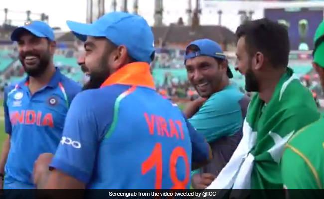 INDvsPAK : हार के बाद कप्तान विराट कोहली का पाकिस्तानी क्रिकेटरों के साथ Video वायरल!