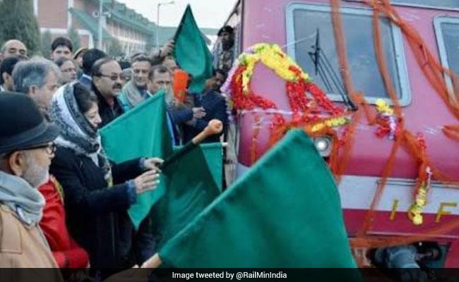 Railway Minister Suresh Prabhu's 'Eid Gift' To The Kashmir Valley- Vistadome Train