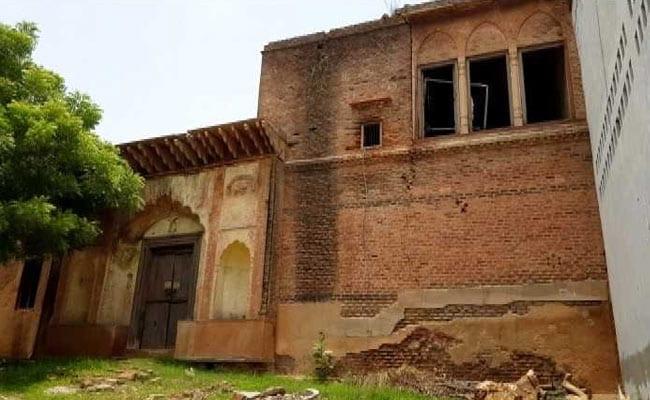 खंडहर में बदल रहा इतिहास : दिल्ली के जौंती गांव की मुगलकालीन धरोहरें अब सिर्फ नाम  की बचीं