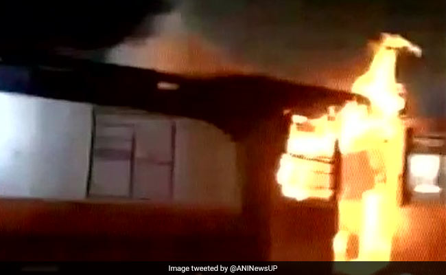 उत्तर प्रदेश : आगरा में पेट्रोल टैंकर की ट्रैक्टर से भिड़ंत, 5 लोगों की मौत