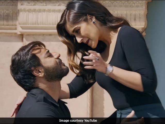 Baadshaho May Self-Censor, Trim Intimate Scene Between Ajay Devgn, Ileana D'Cruz