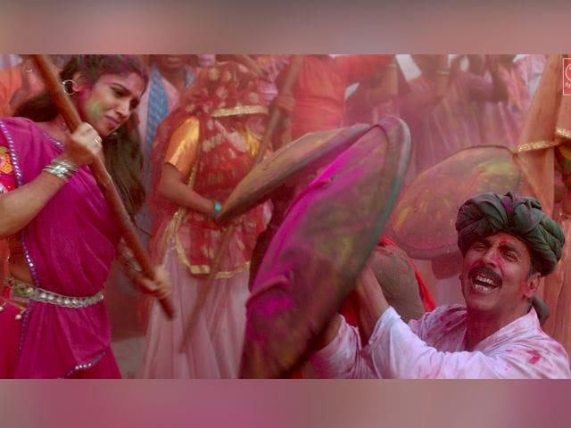 Toilet: Ek Prem Katha's Gori Tu Latth Maar: Akshay Kumar, Bhumi Pednekar's Song Is Colourful Yet Sad