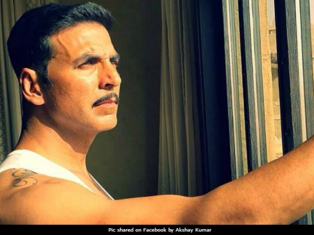 Akshay Kumar Apologises For Holding Flag Upside Down In Pic (Now Deleted)