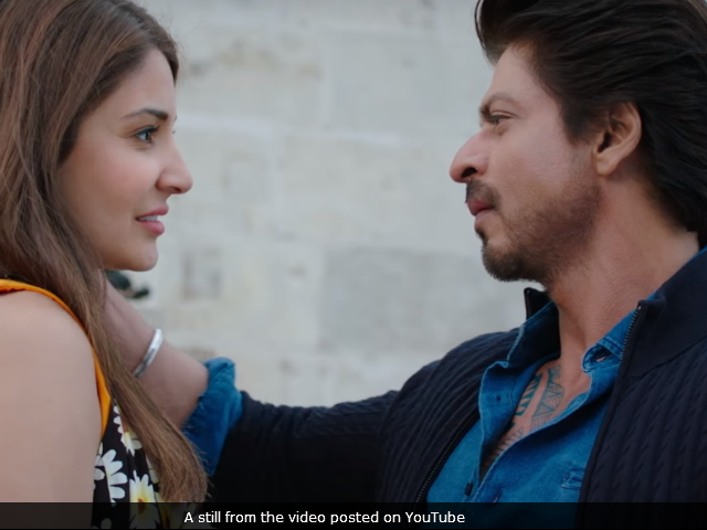 'Shah Rukh Can Even Romance A Microphone,' Says Anushka Sharma