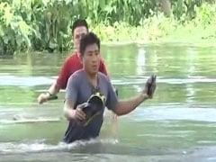 असम में बाढ़ से बिगड़े हालात, मुख्यमंत्री सर्बानंद सोनोवाल ने बाढ़ग्रस्त इलाकों का दौरा किया