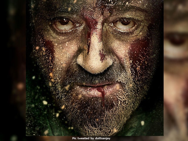 Bhoomi First Poster: Sanjay Dutt's Comeback Reviewed As 'Ekdum Kadak'